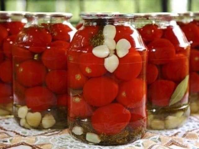 Мариновані солодкі помідори на зиму: 3 найкращі рецепти — з часником, класичний рецепт, солодкі помідори черры