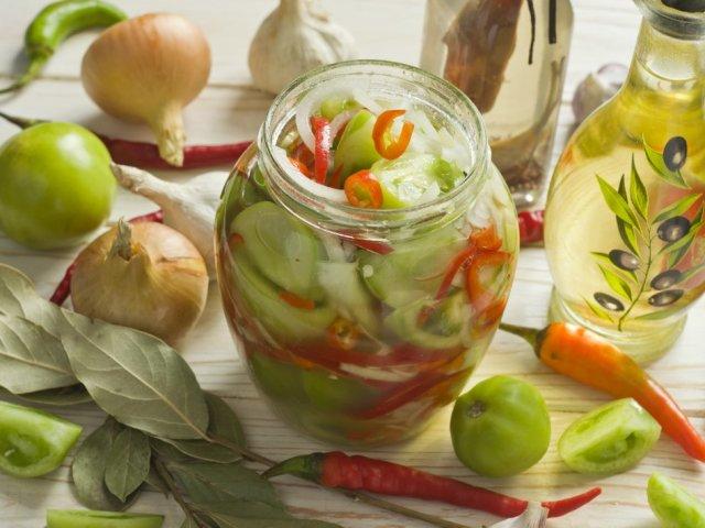 Салат із зелених помідорів на зиму: 2 кращих покрокових рецепту з докладними інгредієнтами