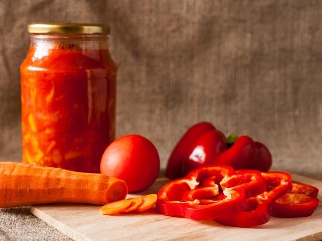 Салат з моркви та помідорів на зиму: 2 кращих покрокових рецепту з докладними інгредієнтами