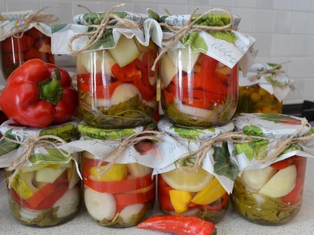 Мариновані помідори з патиссонами, огірками на зиму: 2 кращих покрокових рецепту з докладними інгредієнтами