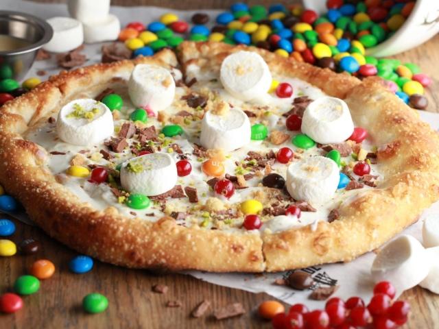 Солодка піца за 15 хвилин. Як зробити солодку піцу з ананасами, полуницею, фруктами, сиром, бананами, яблуками, вишнями?