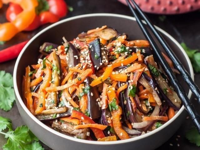 Баклажани по-корейськи швидкого приготування і на зиму: простий рецепт, з морквою, з грибами, з м'ясом, класичний рецепт, з солодким перцем і морквою