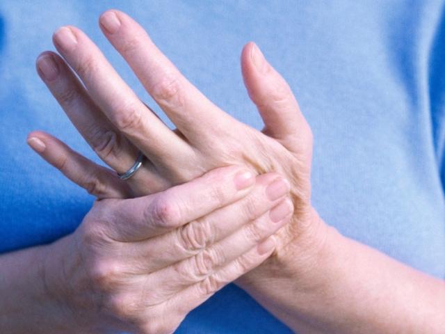 Артрит суглобів пальців: причини, симптоми, лікування. Народні рецепти при артриті пальців