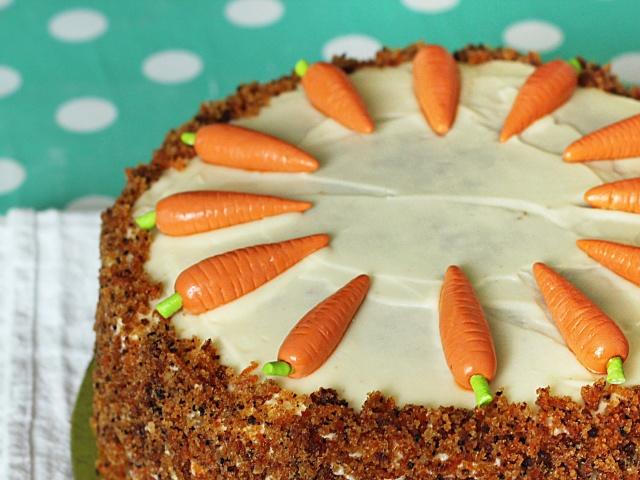 Морквяний Торт: самий смачний і простий покроковий рецепт. Приготування морквяного торта з заварним кремом зі сметани, зі згущеним молоком, вершками в домашніх умовах. Який крем краще підходить до морквяного торта? Як прикрасити торти на морквяному біскві