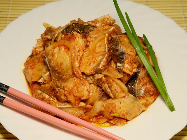 Риба «Хе» по-корейськи: приготування з минтая, скумбрії, лина, товстолобика, оселедця, коропа і сома — класичні і швидкі рецепти