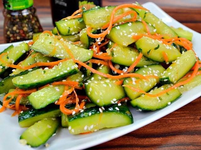 Огірки по-корейськи на зиму: класичний рецепт з морквою, часником і гострим перцем, гірчицею в порошку і зернах, з томатами і солодким перцем, терті на тертці, з овочевим асорті — найсмачніший рецепт