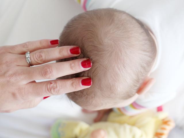 Стригучий лишай у дитини на голові: симптоми, причини, способи лікування