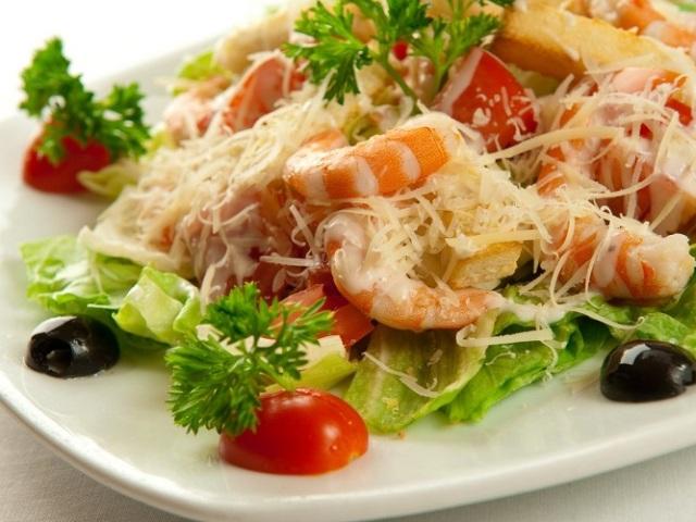 Салати з креветками: найкраща підбірка смачних рецептів з огірком, кальмарами, манго і авокадо, куркою і ананасами, рисовою локшиною, в'яленими помідорами, пекінською капустою і кукурудзою, грибами