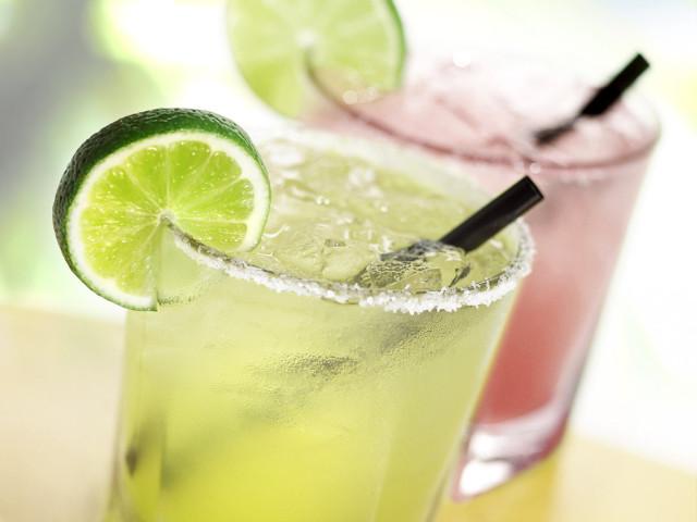 Що може підбадьорити, освіжити і додати сил влітку в спеку: найкращі рецепти прохолодних напоїв. Який прохолодний напій можна приготувати влітку: ідеї, рецепти прохолодних чаїв, кави, морсів, мохіто, лимонадів, молочних коктейлів, квасу