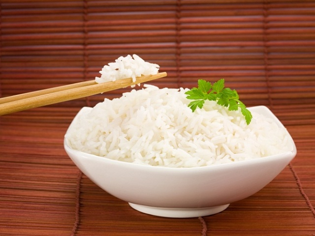 Як правильно приготувати рис для суші та ролів за класичним рецептом, з сушеними водоростями норі, виноградним укусом, зі столовим оцтом, з шліфованого рису з додаванням саке, в мультиварці: рецепти і секрети приготування