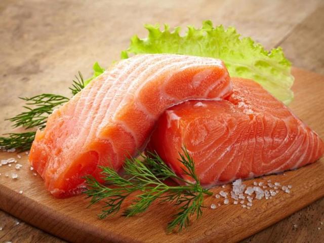 Засолювання сьомги в домашніх умовах смачно і швидко, сухим методом, за класичним рецептом, в маринаді, «по-норвезьки»: рецепт. Як солити черевця, стейки риби сьомги, сьомгу цілком: рецепти, корисні поради та основні правила посолу