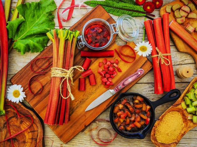 Ревінь на зиму – заготовки: кращі рецепти. Варення з ревеню на зиму, компоти, повидло, джем, соус, начинка для пирога, желе, заморозка