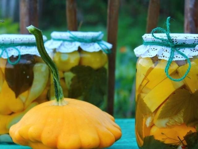 Як засолити патисони на зиму за класичним рецептом, з огірками, помідорами, баклажанами: найкращі рецепти, корисні рекомендації по приготуванню