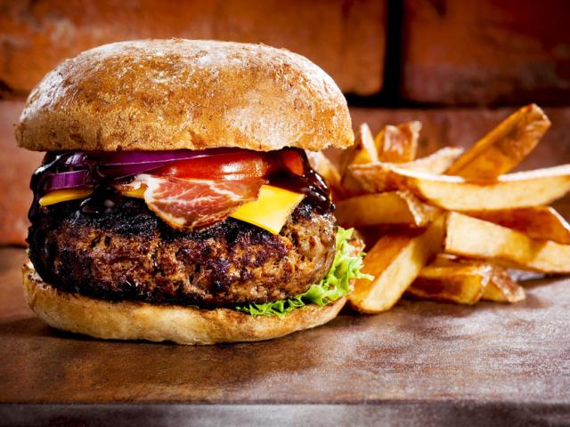 Домашні бургери, гамбургери, фішбургера, чізбургери і чикенбургеры: найкращі рецепти та рекомендації по приготуванню. Як приготувати булочки, соус до бургерам: рецепт