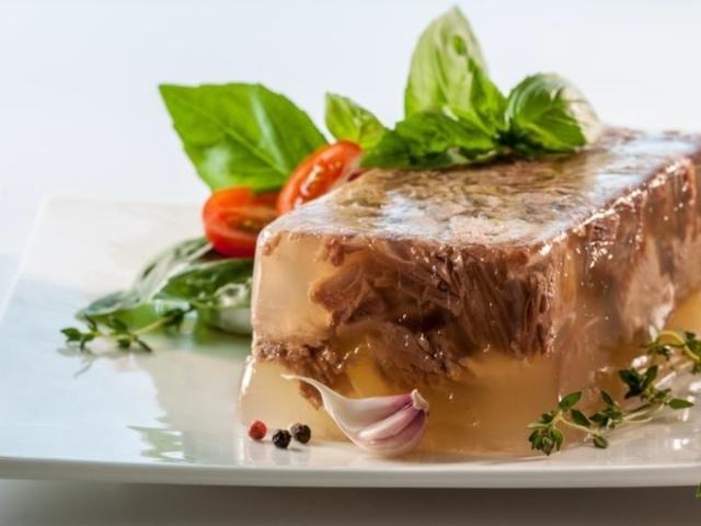 Приготування холодцю: класичний рецепт, з яловичини, курки, індички, свинини, риби. Як вибрати інгредієнти, підготувати м'ясо і бульйон для холодцю: поради для приготування смачної страви