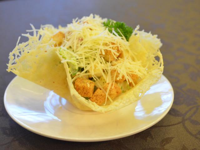 Смачні сирні тарталетки канапе для святкового фуршету: рецепти з фото. Тарталетки з сирною начинкою до святкового столу: рецепти сирних соусів і салатів для начинки