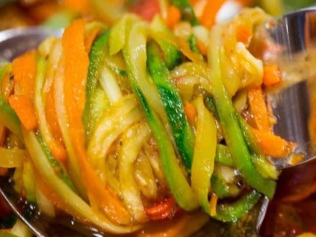 Заготовки — кабачки по-корейськи на зиму: найсмачніші рецепти пальчики оближеш. Як приготувати кабачки на зиму по-корейськи мариновані, з морквою, огірками, помідорами, перцем, баклажанами, гострі, смажені, без стерилізації, закуску, салат, варт