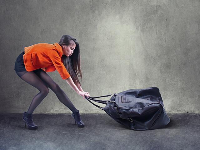 Чому жінкам, дівчатам і дівчаткам не можна піднімати тяжкості: причини. Чому вагітним та під час місячних не можна піднімати тяжкості? Скільки можна піднімати тяжкості жінкам на роботі?