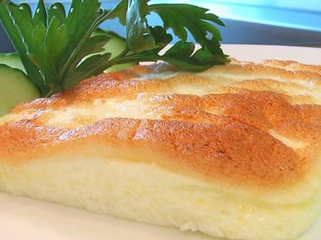 Як приготувати звичайний простий омлет? Рецепт смачного омлету на сніданок з молоком і яйцем, як у дитячому садку, з сиром, майонезом, кефіром, сметаною, плавленим сиром, вершками