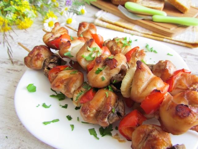 Шашлик, м'ясо на шпажках: найкращі рецепти м'ясних фуршетних закусок. Як смачно приготувати шашлики зі свинини, курки, індички, яловичини, фаршу, червоної риби, креветок на шпажках: рецепти. Як красиво подати шашлички на шпажках до святкового столу?