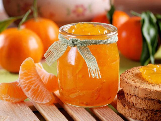 Рецепти варення з цілих мандаринів, часточками, половинками, з апельсинами, лимонами, яблуками, імбиром, бананами, горіхами, коньяком. Як зварити мандаринове варення в мультиварці?