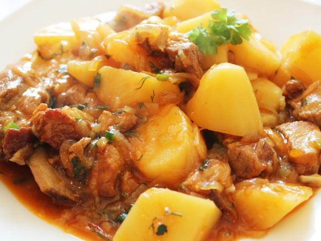 Печеня по-домашньому з м'ясом і картоплею в горщиках в духовці і мультиварці: кращі рецепти. Як смачно приготувати печеня з свинини, яловичини, курки, індички, баранини, кролика з картоплею, грибами: рецепти