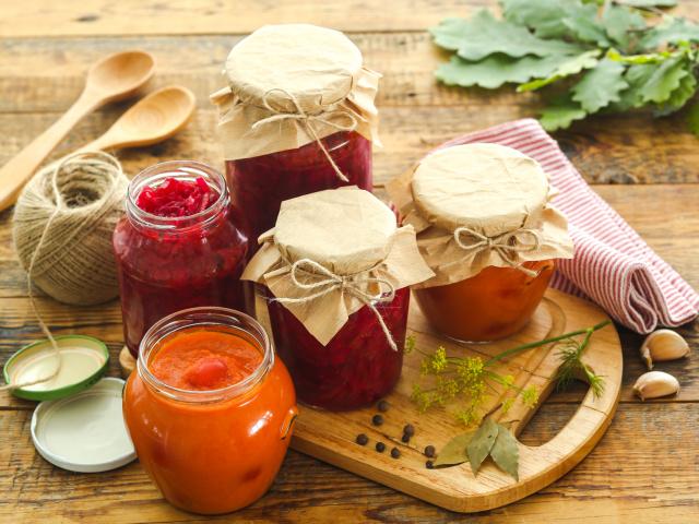 Заготовки на зиму – смачні овочеві приправи з кабачків, буряка, селери, баклажанів, цибулі, моркви: найкращі рецепти, секрети приготування