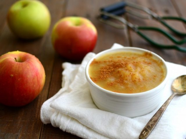 Як приготувати яблучне пюре на зиму: кращі рецепти. Як зварити яблучне пюре пестунчик зі згущеним молоком, яблучно грушеве, гарбузова, морквяне, для дітей, без цукру, з корицею, апельсином, бананом, какао, желатином, з вершками на зиму: рецепти