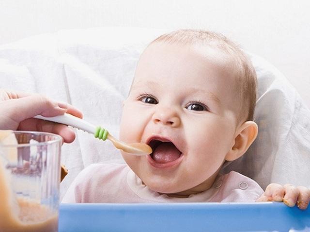 Коли і як вводити яблука і яблучне пюре в прикорм немовляті?