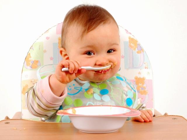 Чим можна годувати дитину в 8 місяців? Меню, раціон і режим харчування дитини 8 місяців при грудному і штучному вигодовуванні
