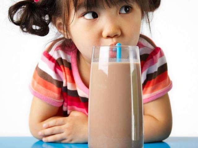 З якого віку можна давати дитині какао, йому можна пити на ніч? Какао: користь і шкода для дітей. Яке какао краще купувати для дітей? Як часто можна пити какао дітям?