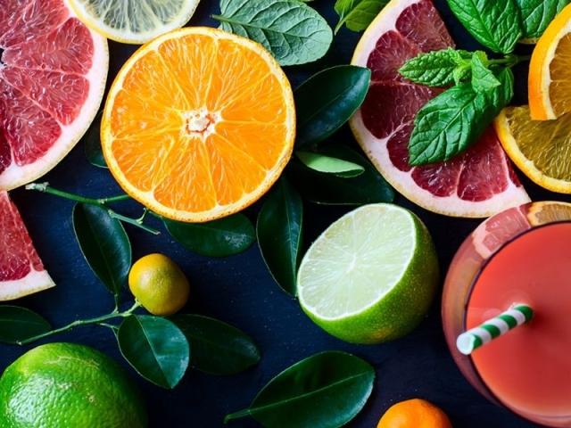 Скільки калорій в апельсині та мандарині в 100 грамах в 1 штуці середніх розмірів, з шкіркою і без шкірки? Прискорюють чи апельсини і мандарини обмін речовин при схудненні?
