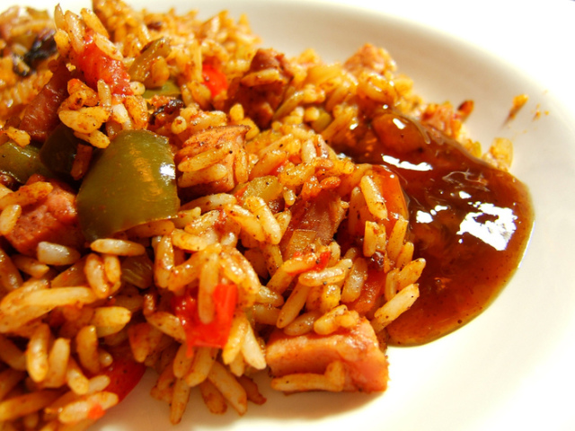 Кращі рецепти страв з соєвим соусом з рису, гречки, баклажан, макаронів, картоплі, овочів. Смачні рецепти салату, заправки для салатів, фунчозы, омлету, смаженого тофу, печериць з соєвим соусом. Рецепти заготовок з соєвим соусом на зиму