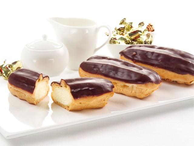 Кращі рецепти еклерів в домашніх умовах — солодких тістечок і закусочних. Секрети і рецепт заварного тіста для приготування еклерів в духовці, мультиварці. Шоколадна і біла глазур для еклерів, креми та начинки: рецепт, фото
