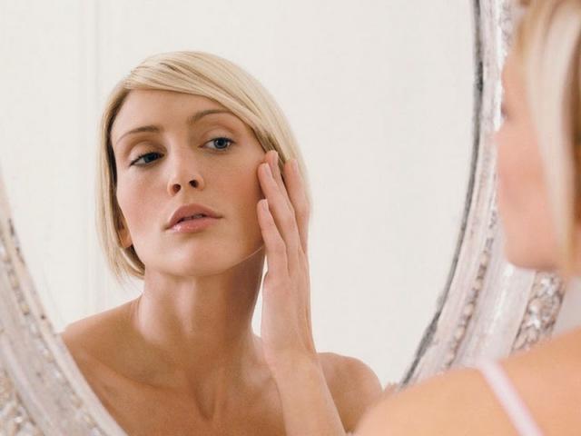Роздратування на шкірі обличчя – свербить, почервоніння, у вигляді плям, дрібних прищиків, лущення у жінок, чоловіків, дітей: причини і лікування. Роздратування на обличчі: як прибрати?