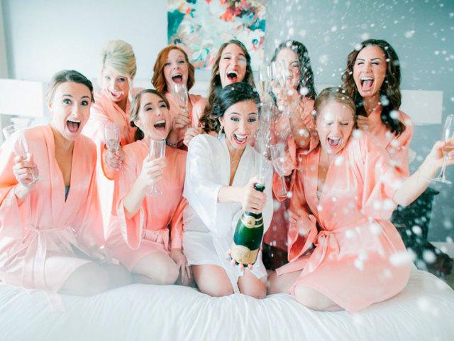 Найкращі привітання та побажання на дівич-вечір майбутній нареченій від подруги, сестри, хрещеної у віршах, своїми словами: текст, слова. Тости на дівич-вечір прикольні: слова