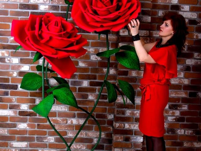 Як зробити красиву троянду і пуп'янок троянди з гофрованого паперу з цукерками і без цукерок своїми руками: покрокова інструкція, шаблон і розміри пелюсток, листя. Як зробити букет з троянд, бутонів троянд з гофрованого паперу, кошик з трояндами?