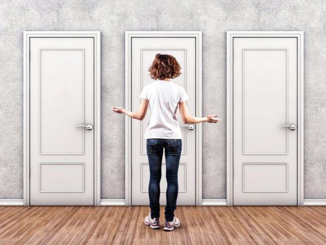 Як і чим облагородити вхідні дерев'яні та металеві двері в квартирі, будинку зсередини: ідеї, варіанти, поради, фото. Як оформити вхідні двері зсередини своїми руками? Красиво оформлені вхідні двері своїми руками зсередини: фото