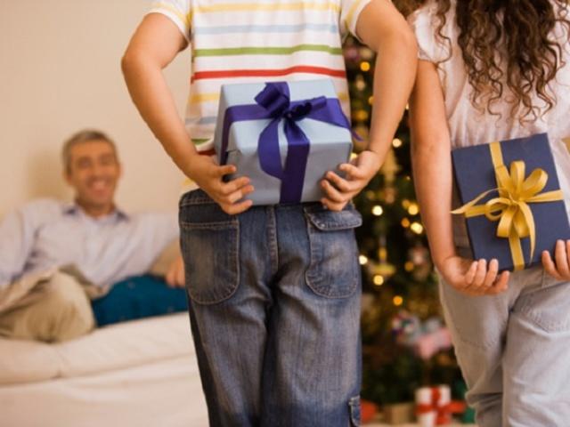 Дитячий подарунок татові на 23 лютого, День батька, святого Валентина, День народження, Новий рік для дітей дошкільнят, ясельної, молодшої, середньої, старшої, підготовчої групи дитячого саду, школярів початкових класів своїми руками: кращі ідеї, майстер-