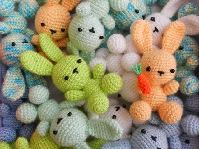 Легкі іграшки амігурумі спицями для початківців: майстер клас, схеми, опис, фото. В'язані іграшки і поробки до Великодня: схеми і опис