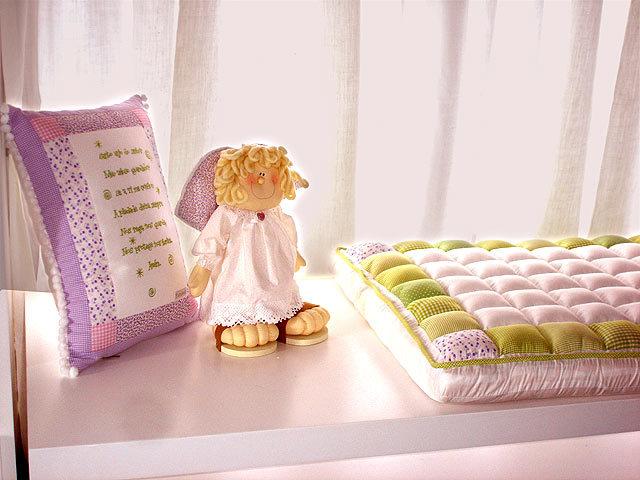 Килимок пеленальний на комод, столик, для походу в гості, в поліклініку своїми руками. Як зробити гарний зручний пеленальний килимок непромокашку і пеленальний килимок сумку?