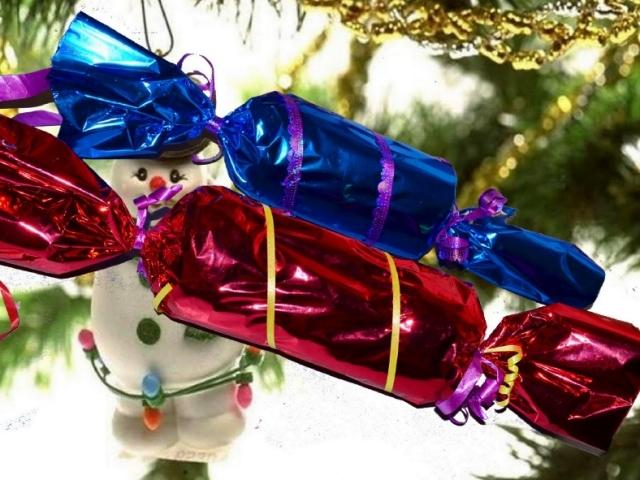 Як зробити цукерки, льодяник з паперу та картону поетапно своїми руками покроково: майстер-клас, фото. Новорічні цукерки орігамі великі з ватману, аркуша А4, маленькі на ялинку, в дитячий садок: схеми, трафарети. Як прикрасити цукерки з паперу та картону?