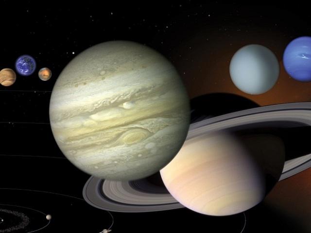 Що собою представляє і яку роль чинить сила тяжіння? Чи є і яка сила тяжіння на інших планетах Сонячної системи? На якій планеті найменша і найбільша сила тяжіння?