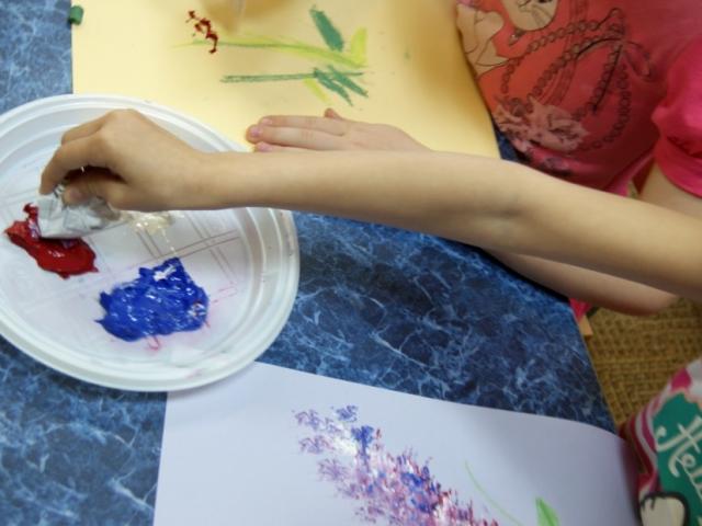 Техніка малювання м'ятою папером в дитячому садку, школі: майстер клас. Як намалювати м'ятою папером квіти, бузок, пейзаж, весну, кульбаба?