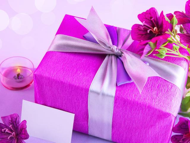 Які слова треба говорити, коли даруєш подарунок чоловікові чи жінці? Слова при врученні подарунка чоловікові або жінці у віршах і прозі