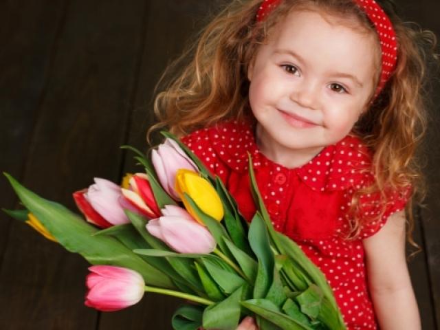 Ранок до 8 березня в дитячому саду: сценарій свята для середньої групи. Конкурси, пісні, вірші, танці, ігри, загадки сценки для свята на 8 березня в дитячому саду в середній групі