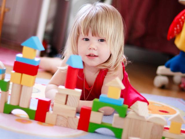 Що дитина повинна вміти і знати в 2 роки: навички і вміння. Скільки повинен важити, спати, їсти, пити, говорити і знати слів, квітів дитина в 2 роки? Психологія, зуби, розвиток моторики у дітей 2 року: норма, особливості поведінки