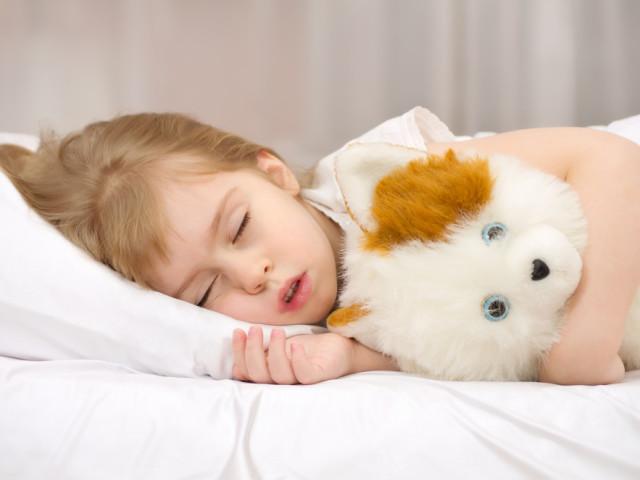 Чому дитина розмовляє уві сні, з відкритими очима, ходить, кричить: причини, що робити? Дитина розмовляє уві сні — Комаровський: відео