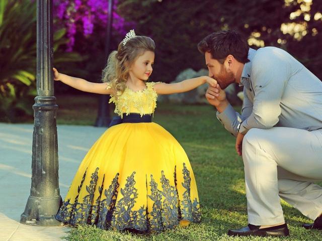Дитячі сукні на випускний на Ламода: огляд, каталог, ціна, фото. Як придбати модне, шикарне брендове дитяче плаття на випускний для дівчинки в дитячому саду і 4 класі школи в інтернет магазині Ламода?