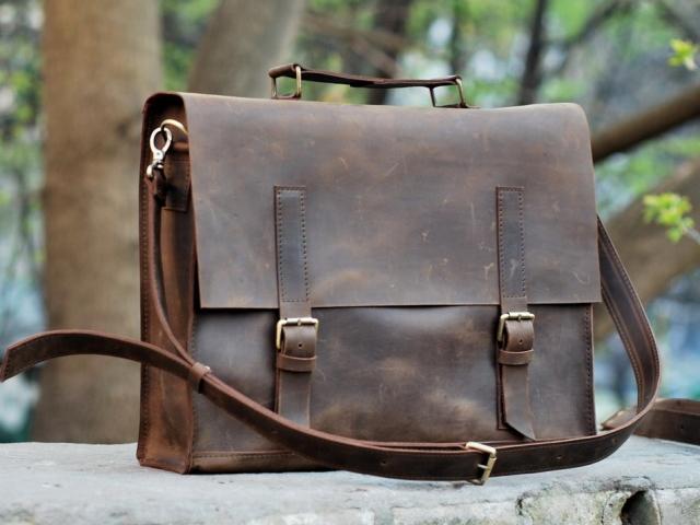Ламода — розпродаж брендових сумок, гаманців, портмоне, рюкзаків, косметичок жіночих і чоловічих: каталог, ціна, фото. Де купити в інтернеті брендову сумку?